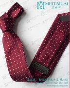 <b>领带材质颜色款式搭配选对 男士加分项</b>