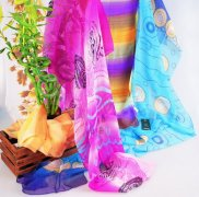 <b>丝巾的诱惑 女士选好丝巾款式颜色很关键</b>
